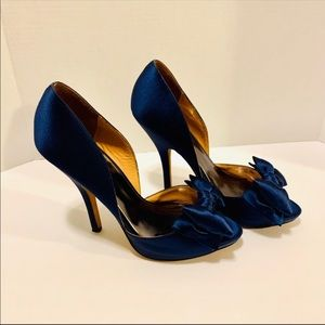 NWOB....Badgley Mischka blue satin with bow shoes